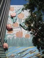 Des tulipes au mur